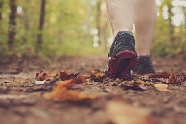 caminar_con_deportivas